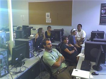 Alunos entediados - curso a distância - Laboratório de informática